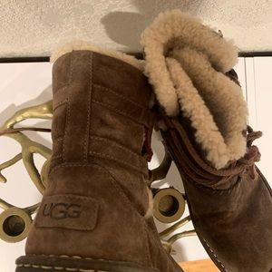 UGG Shoes - Ugg 🇦🇺 Lace Up Shearling Booties • US 8